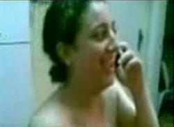 بتكلم جوزها فى التليفون وبتتناك من عشيقها وتقوله هعمللك مومبار وفسيخ بس تعالى