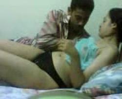 حصرى شاب صايع متجوز جارته عرفى ويروحلها على السرير ياكل بزازها وكسها